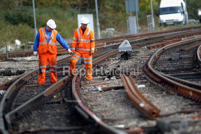 Workers inspecting railway track at Bristol Temple Meads. Great Western main line. - Paul Box - 2003-11-01