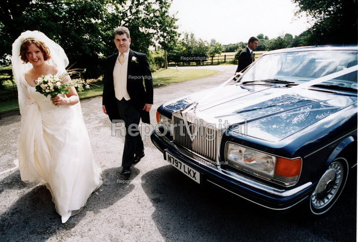 Bride and bridesfather arrive at wedding ceremony in Essex - Paul Box - 2002-06-20