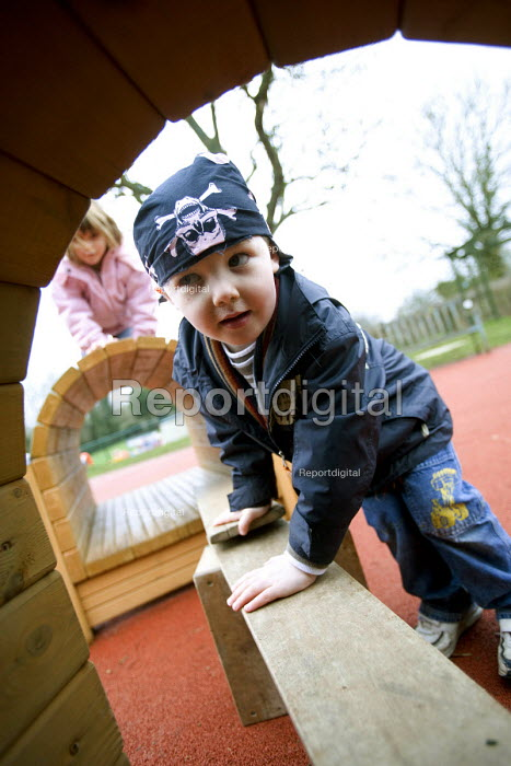 New outdoor play area, at Hungerford Nursery School in Berkshire. - Paul Box - 2007-02-20