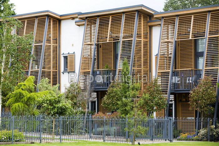 Barratt Homes Hanham Hall, an environmentally friendly development. - Paul Box - 2014-06-11