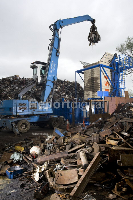Loading containers with recycled metal for India and Brazil. SITA metal recycling facility at Boreham, Chelmsford. - Paul Box - 2010-04-26