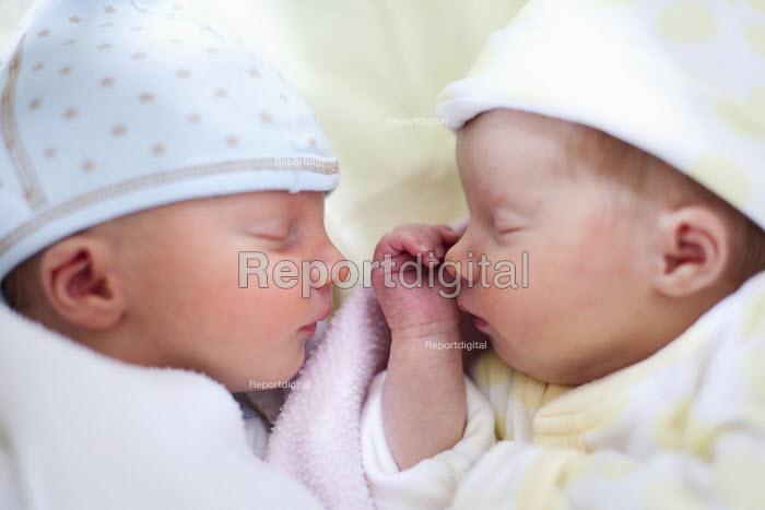 Twin newborn babies, twins, one girl and one boy. - Paul Box - 2011-07-13