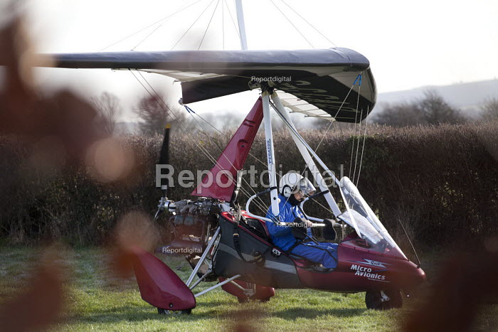 A microlight aircraft flight in Oxfordshire. - Paul Box - 2012-01-13