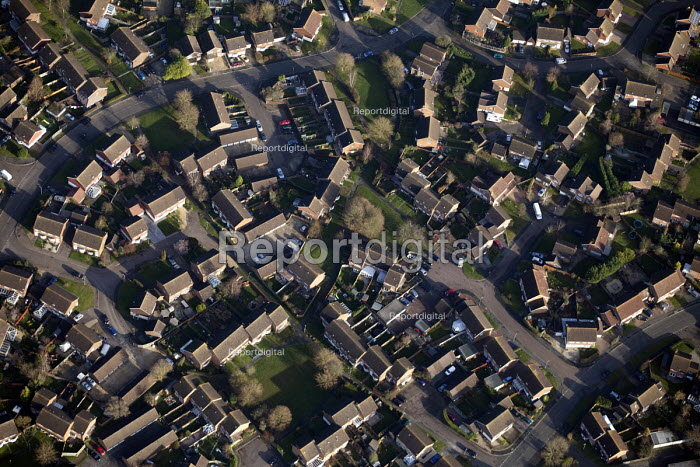 Housing estate in Oxfordshire. - Paul Box - 2012-01-13