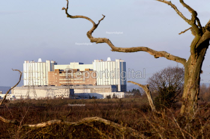 Oldbury nuclear power station, a closed a nuclear power station in South Gloucestershire. It is operated by Magnox Ltd on behalf of the Nuclear Decommissioning Authority (NDA). - Paul Box - 2012-01-15