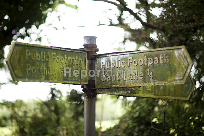 An unmaintained footpath sign in Rock near Padstow, Cornwall. - Paul Box - 2011-08-07