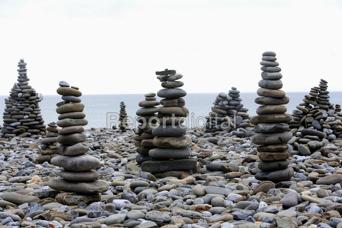 Pebble sculptures on Amroth Beach, Pembrokeshire, Wales. - Paul Box - 2009-09-26