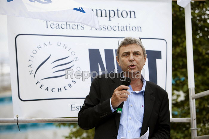 Dave Prentis, UNISON leader of Unison trade union at an Anti-Cuts march, Southampton. - Paul Box - 2011-07-03