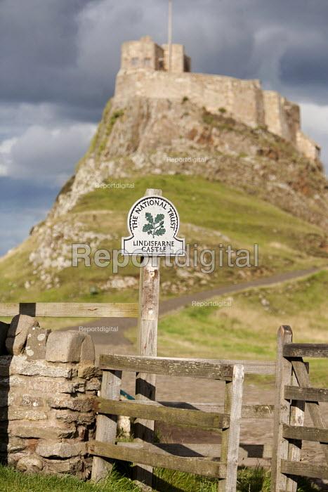 16th-century castle on the Holy Island of Lindisfarne. - Paul Box - 2008-08-10