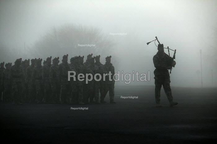 A piper leads 1st Battalion The Black Watch (Royal Highland Regiment) (1 BW) back to their base on December 11, 2004 at the Battlesbury Barracks, Warminster, England. The troops had served in the Iraq war and had suffered casualties. The Battalion may be closed due to cuts. - Paul Box - 2004-12-11