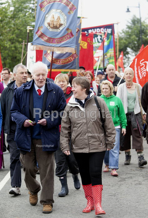 Tony Benn talks to Maria Eagle MP shadow minister for transport. Tolpuddle Martys at The Tolpuddle Martyrs festival, Tolpuddle - Paul Box - 2012-07-15