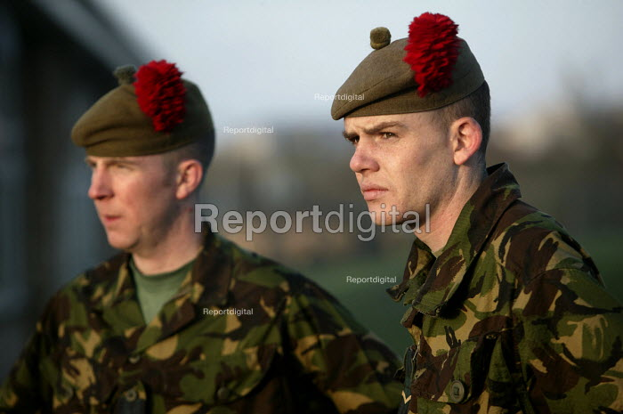 The1st Battalion The Black Watch (Royal Highland Regiment) (1 BW) arrive back to their base on December 11, 2004 at the Battlesbury Barracks, Warminster, England. The troops had served in the Iraq war and had suffered casualties. The Battalion may be closed due to cuts . Soldiers at the barracks. - Paul Box - 2004-12-11