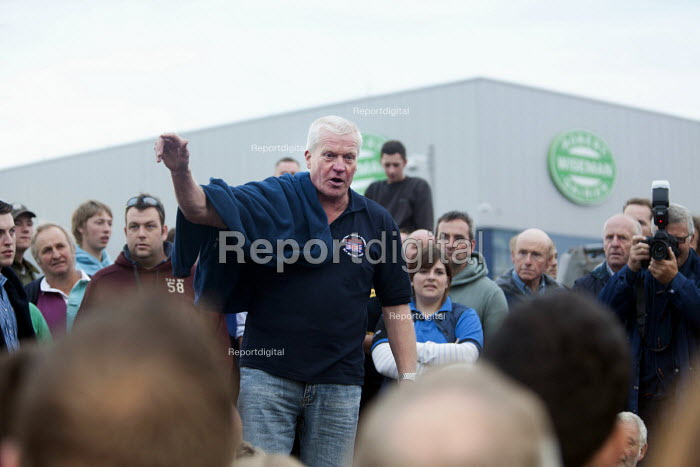 David Handley leader of Farms For Action. Farmers protest against the low price of milk. Robert Wiseman distribution centre, near Bridgewater. - Paul Box - 2012-07-19