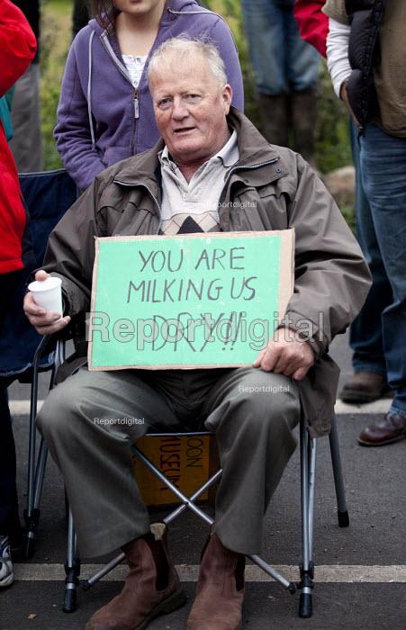 Farmers protest against the low price of milk. Robert Wiseman distribution centre, near Bridgewater. - Paul Box - 2012-07-19