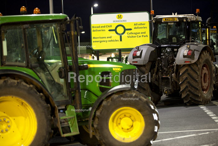 Farmers protest against the low price of milk. Morrisons distribution centre, near Bridgewater. - Paul Box - 2012-07-19