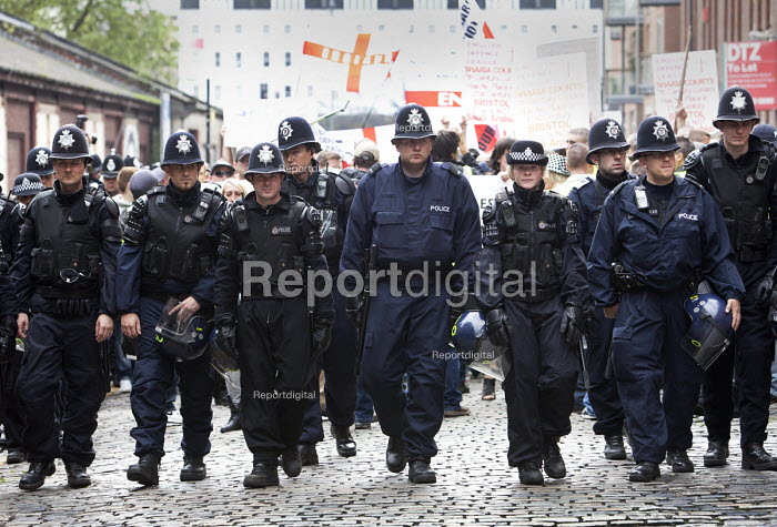 Policing the EDL at English Defence League protest in Bristol. - Paul Box - 2012-07-14