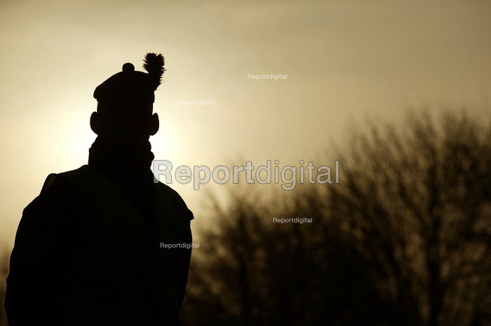 A Soldier's profile at sunrise. The 1st Battalion The Black Watch (Royal Highland Regiment) (1 BW) arrive back to their base on December 11, 2004 at the Battlesbury Barracks, Warminster, England. The troops had served in the Iraq war and had suffered casualties. The Battalion may be closed due to cuts. Soldiers at the barracks. - Paul Box - 2004-12-11