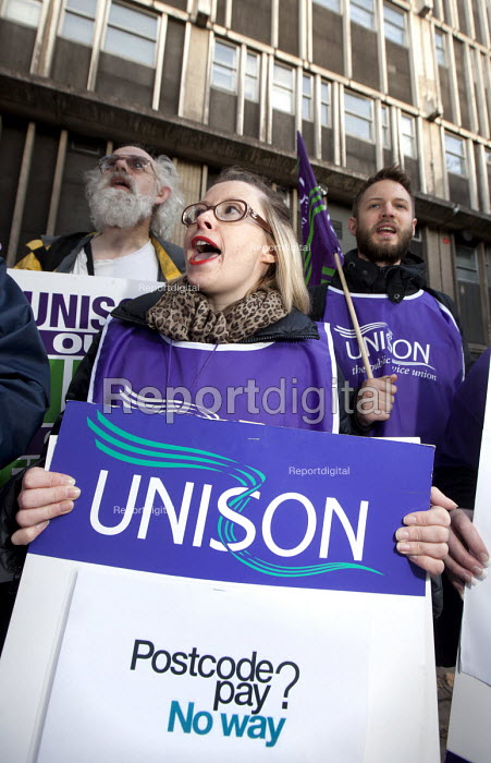 Health workers demonstrate over the privatisation of the NHS and the South West consortium of 20 trusts which want to introduce regional pay cuts and job loses. Bristol Royal Infirmary, Bristol. - Paul Box - 2012-10-30