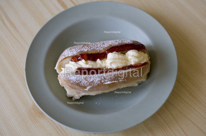 School food. A cream donut. - Paul Box - 2005-12-10