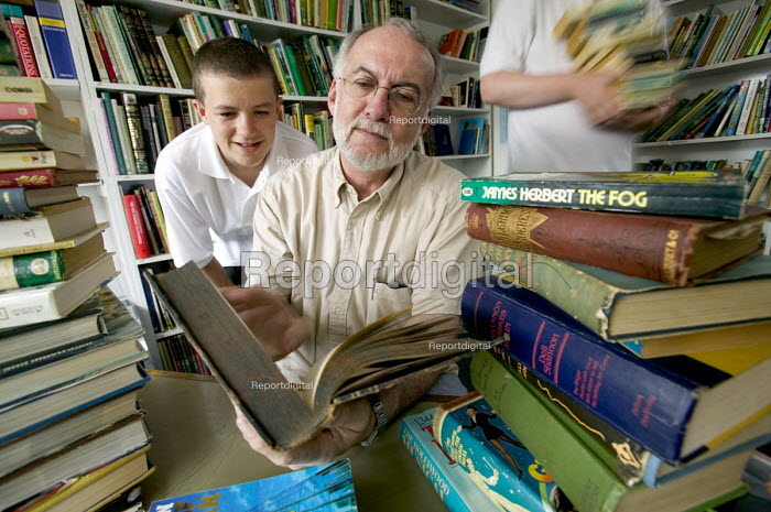 Pupils from the Abersychan school business book club get advice from James Hanna at Blaenavon bookshop, Blaenavon, Nr Pontypool - Paul Box - 2005-12-10