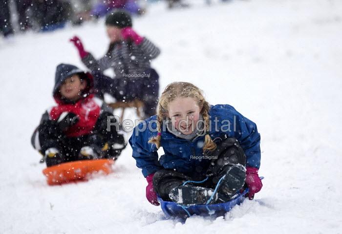 Children having fun in the snow, St Andrews Park , Bristol. - Paul Box - 2013-01-18