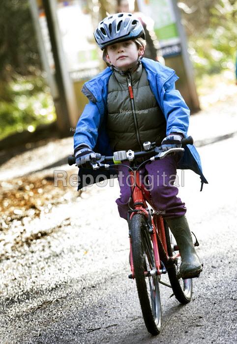 A father and son mountain biking, Leigh Woods, Bristol - Paul Box - 2015-01-24