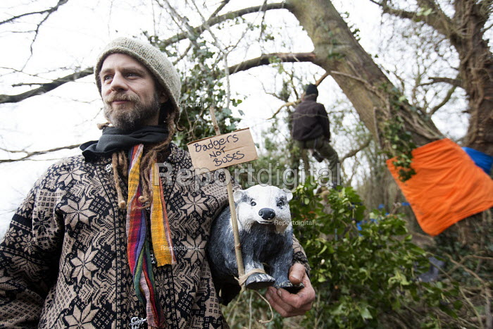 Protesters camp in trees to stop them being cut down and building on Stapleton allotments for the Metrobus new bus lane, Bristol. - Paul Box - 2015-02-02