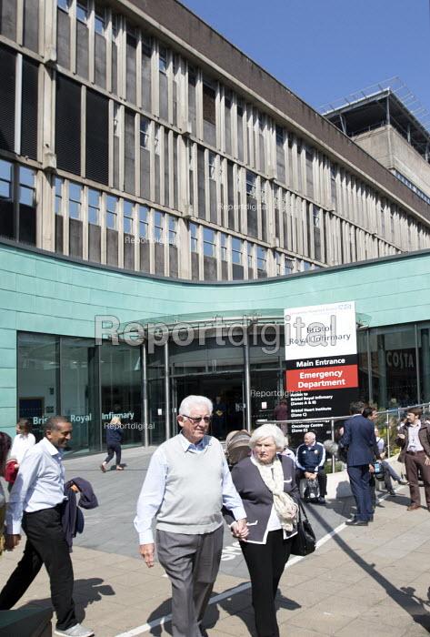 The Bristol Royal Infirmary, Emergency department main entrance, Bristol. - Paul Box - 2015-04-20
