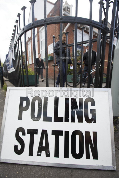 A polling station in St Werburghs, Bristol - Paul Box - 2015-05-07