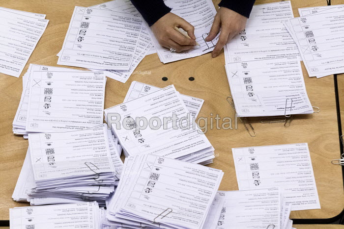 Votes being counted, Bristol West General Election count, Bristol. - Paul Box - 2015-05-08