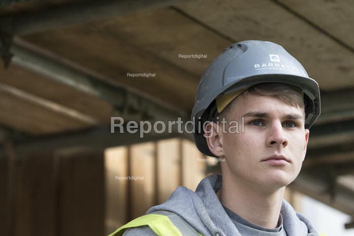 An apprencice carpenter, New energy efficient homes, Barratt Homes, Hanham Hall, Bristol - Paul Box - 2015-03-12