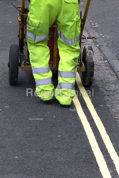 Residents protesting at new resident parking scheme, St Pauls, Bristol. Sub contractors painting double yellow lines. - Paul Box - 2015-06-17