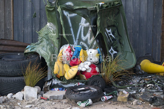 Dismaland a parody of Disneyland theme park by Banksy, Weston Super Mare. A puppet revue show constructed entirely from the contents of Hackney skips, a Fly Tip Theatre by Paul Insect and Bast at the Bemusement Park. - Paul Box - 2015-08-27