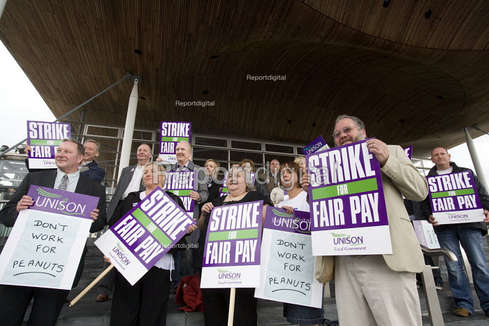 UNISON members lobby of the Senedd, the Welsh Assembly, Cardiff in their strike over fair pay. - Paul Box - 2008-07-17