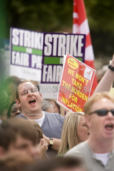UNISON members and Unite march in Bristol in their strike over fair pay. - Paul Box - 2008-07-16
