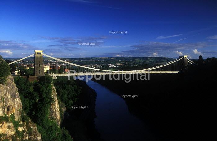 Bristol Landmark. Clifton Suspension bridge - Paul Box - 2003-12-05