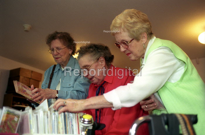 Oap's coffee morning in their retirement home, Bristol - Paul Box - 2003-12-01