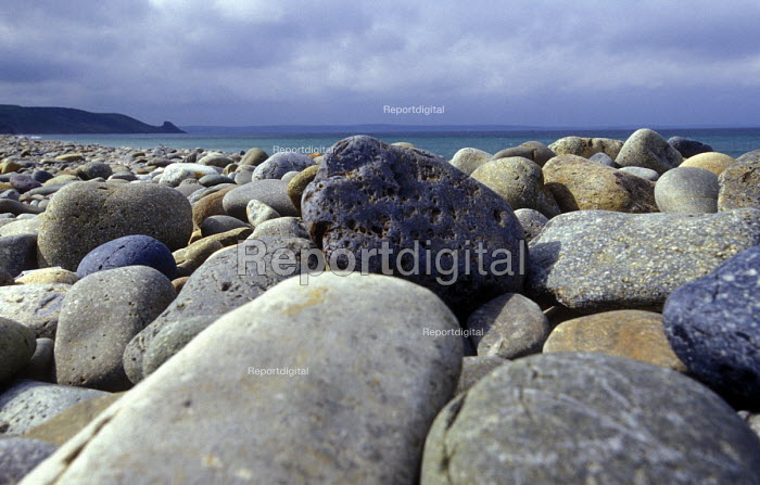 A stoney beach Pembrokeshire. Newgale beach Wales - Paul Box - 2003-12-01
