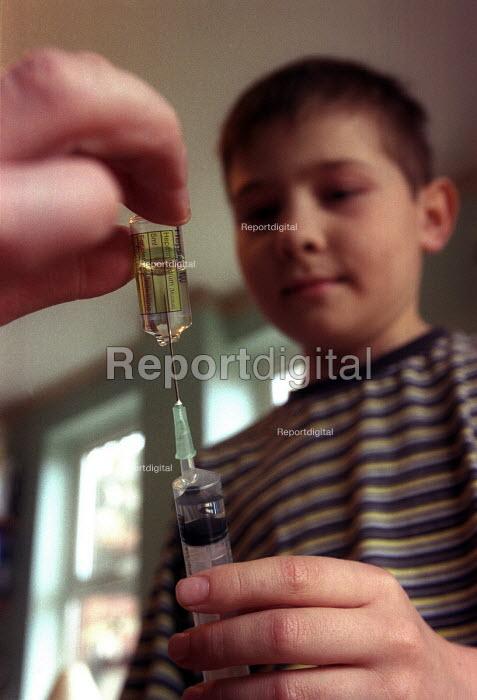 A CLIC nurse giving necessay drugs to a child with Leukaemia - Paul Box - 2003-12-01