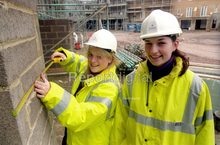 Young women working on a building site, Portishead , Bristol. - Paul Box - 2003-11-01