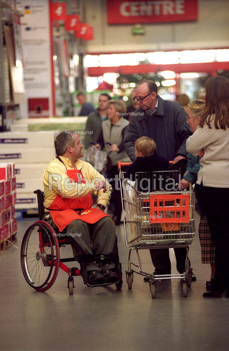 B&Q Bristol, A good employer for people with disabilities. - Paul Box - 2002-11-01