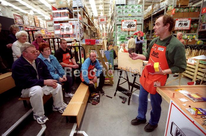 B&Q Bristol, Staff training the public in DIY skills - Paul Box - 2002-11-01