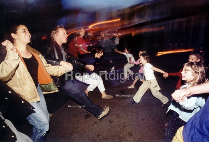 Street party, Bristol - Paul Box - 2004-01-26
