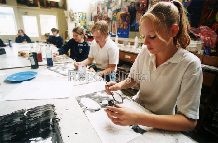 Pupils painting in an art lesson. Nailsea Community School Bristol. - Paul Box - 2002-06-15