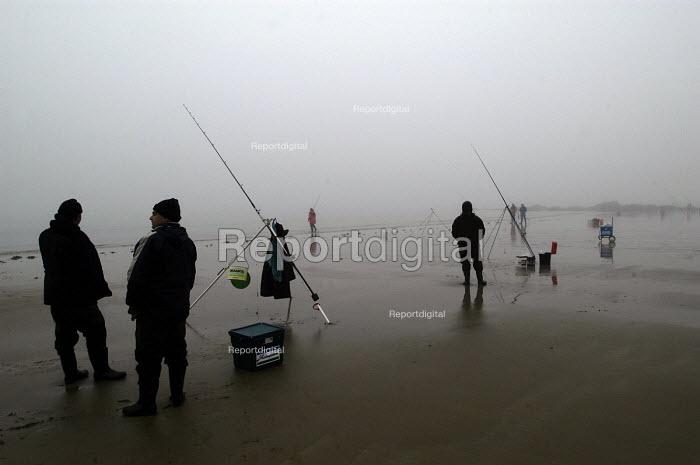 Fishermen in the mist on Saundersfoot beach, Pembrokeshire, Wales - Paul Box - 2004-01-11