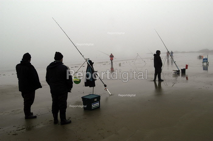 Fishermen in the mist on Saundersfoot beach, Pembrokeshire, Wales - Paul Box - 2004-01-11