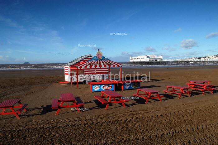 Weston super mare beach scene on a quiet day. Closed cafe - Paul Box - 2004-01-10