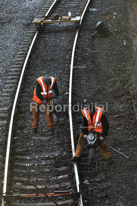 Railway workers working on the track nr Bristol Temple Meads - Paul Box - 2002-01-18