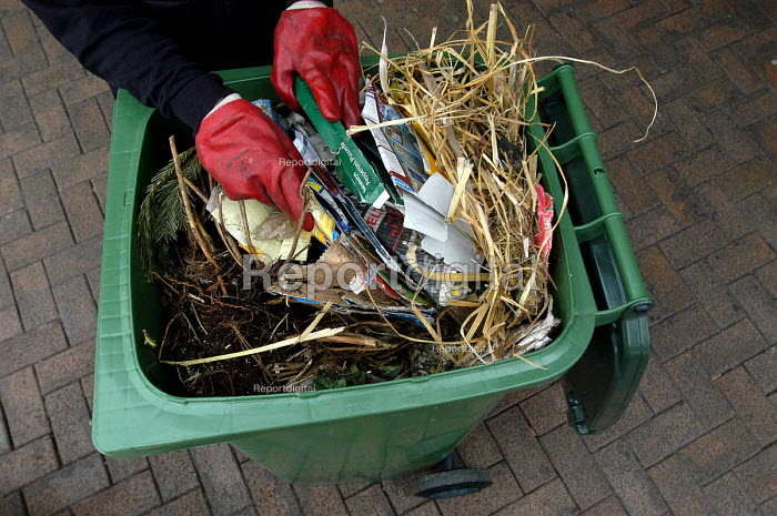 Council workers show what goes in the green recycling bin - Paul Box - 2004-02-04