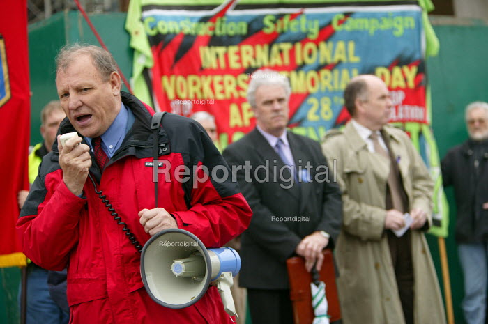 George Brunwell Gen Sec UCATT speaking at Workers Memorial Day protest at deaths in the construction industry. Wembley London. Organised by the Construction Safety Campaign with the trades unions. - Paul Box - 2004-04-28